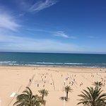 La playa delante