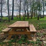 table de pique-nique dans la nature