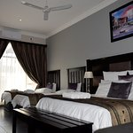 Room 4 - Family room with king bed & 2 single beds all in one room, full en-suite bathroom