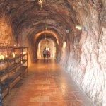 Entrada a la cueva desde la Basílica.