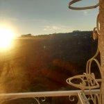 Nascer do sol entre as montanhas