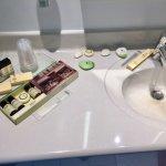 Divers savons, laits corporels et shampoings