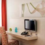 Moderne Flat-TV im H+ Hotel München City Centre