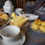 Pan, scones, manteca, dulce... esperando por el té