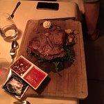 T-Bone Steak im Restaurant am Abend