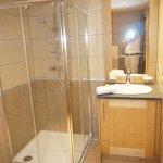 2 ème salle d'eau avec douche