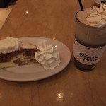 Craig's Crazy Carrot Cake Cheesecake und Caramel Royal Macchiato