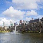 Photo de Binnenhof & Ridderzaal (Inner Court & Hall of the Knights)