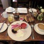 Full English Breakfast - White Swan Hotel - Stratford (25/Apr/17).