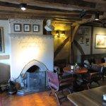 A bar with plenty of charm - White Swan Hotel - Stratford (25/Apr/17).