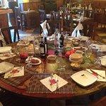 Esta es una de nuestras mesas redondas decoradas como un cuadro.