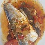 (pesce del giorno, era branzino, al forno su un letto di rotatuille )