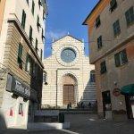 piazzetta e chiesa
