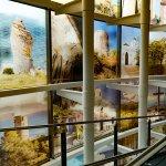 Ventanal principal con 28 fotografías de gran interés histórico y natural de Nerja