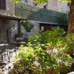giardino esterno ed entrata