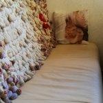 sofá con peluches
