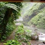 Brücke zu Wasserfall