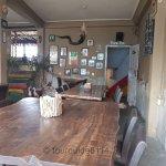 Innenraum mit grossartigem Holztisch
