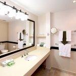 Kingbridge Guestroom Bathroom