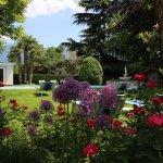 Garten mit Liegewiese und Sauna