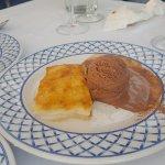 postre: torrija con helado de chocolate