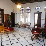 Снимок Fauzi Azar Inn by Abraham Hostels