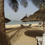 Quelques lits de soleils disponibles sur plage privée attenante à l'hôtel.