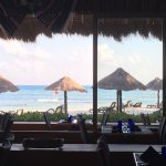 restaurante buffete con vista a la playa