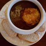 Onion soup of shallots with a cheese crouton