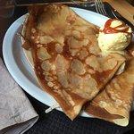 Crêpe au beurre ,crêpe à la Guemene , entrecôte frites  ,crêpe de la poste et boisson bière bret
