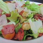 Nueva Ensalada Tandoori, con pollo, bacon.... y salsa de Yogur y cilantro