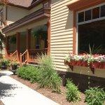 Twin Oaks Inn Photo
