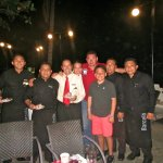 Festejando al cumpleañero con los chicos del Capri