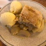 The apple pie with ice cream
