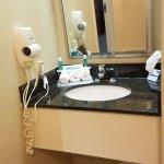 Photo de Holiday Inn Express & Suites Philadelphia - Mt. Laurel