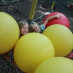 Gigaboule : c'est le paradis des enfants dans ce cube en filet suspendu