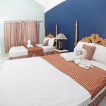 Ocean view suite , two double beds,spacious bathroom, cable, hot water &WiFi.