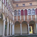 Photo de Palazzo di Ludovico il Moro (Palazzo Costabili)