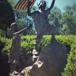 Sculpture Patriotic children