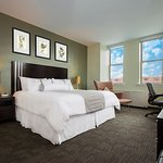 Executive Club Level - Queen Bedroom