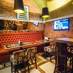 Fast service, free internet, live sporting events and a huge selection of drinks