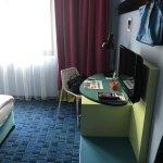 Room 310 - 1950's design - street facing - quiet - no street noise