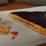 tarte au citron avec du chocolat noir