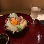 日本酒に合う料理の数々。めずらしい日本酒にも出会えます。