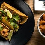 TACOS DE POISSON (3) Morue, tortillas de maïs, avocat, salsa tomate coriandre, jalapeño