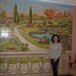 Mural de mosaicos en la recepción