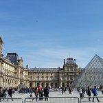 Louvre 5 min walk away