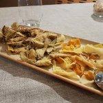 Artichokes and vegetable crisps