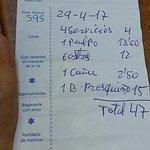 Escandalosa. En el bar de al lado la botella cuesta 8€ y la docena de ostras 15€