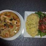Blanquette aux deux poissons sauce aux poireaux carottes + purée maison salade Miam miam !!!